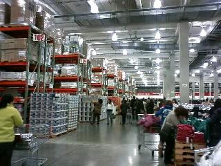 大型倉庫。
